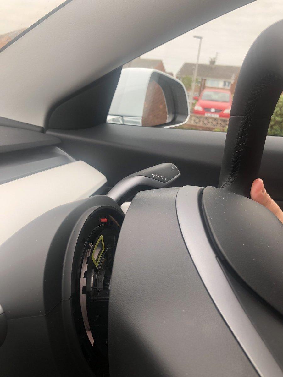 Volant détaché Tesla Model 3